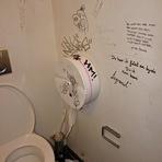 Contos e crônicas - últimas palavras deixadas numa casa de banho