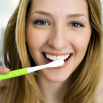 6 erros que devem ser evitados ao escovar os dentes