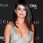 "Selena Gomez Lança Clipe da Música ""The Heart Wants What It Wants"""
