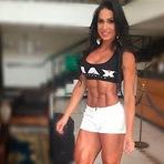 Gracyanne Barbosa ostenta corpo trincado nas redes sociais