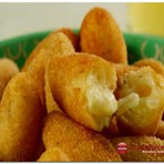 Receita Bolinho de mandioca com queijos e ervas