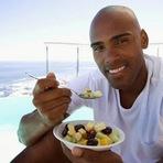Conheça os alimentos e nutrientes indicados para a saúde do homem