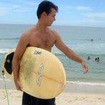 Na Igreja do Papa Francisco, surfista que pega onda vira Santo. Como é que é?