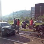 Outros - Ladrão bate em cinco veículos e rouba outro para fugir