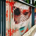 """Arte & Cultura - Conheça as pinturas """"escondidas"""" feitas em grades"""