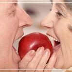 Como limpar e guardar a dentadura corretamente