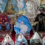 Aprovação do papa é alta, mas católicos continuam deixando religião, diz estudo