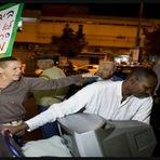 Violência - Judeus Criados Pela ONU Expulsam os Verdadeiros Judeus de Israel e Ainda Oferecem Dinheiro Para Deixarem Sua Terra
