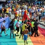 Parada do Orgulho LGBT tem furtos na orla de Copacabana.
