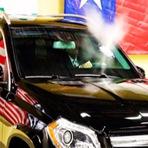Você teria coragem de ficar em um carro sendo atingido por Ak-47?