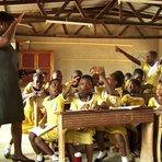 Escolas no interior de Gana recebem educação à distância