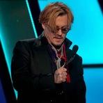 Vídeo - Johnny Depp aparece bêbado em premiação de Hollywood