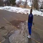 Esse nunca mais pisa em uma poça de água na rua