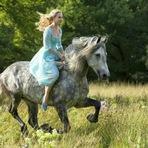 Cinema - Trailer de Cinderela mostra fidelidade à história do conto
