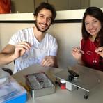 Universitários criam fábrica de óculos de grau de baixo custo para doação