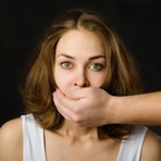 A cada três mulheres no mundo, uma sofre violência conjugal