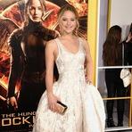 A atriz Jennifer caprichou nas unhas para o lançamento de Jogos Vorazes