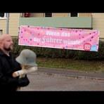 Internacional - Cidade alemã faz neonazistas marcharem contra o nazismo