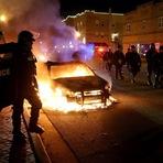 Celebridades - Celebridades no Twitter mostrando sua indignação sobre a decisão de Ferguson