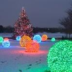 Aprenda a fazer bolas gigantes de natal para decoração externa