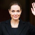 Angelina Jolie quer ser melhor esposa e mãe