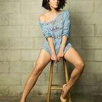Carol Castro, aos 30 anos, mostrou que não tem neuras e fez um ensaio de lingerie.