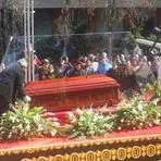 Adeus a Chespirito com uma rosa branca no Estádio Azteca