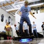 O skatista Tony Hawk testa skate voador!