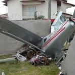 O Click da Noticia Por Marcio Santos: Avião monomotor cai em quintal de casa em São Mateus