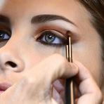 Mulher - Que tal ter um olhar poderoso? Aqui a gente te mostra como fazer um olho esfumado marrom igual a da MIla Kunis
