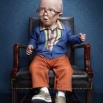 Fotógrafo cria inusitada série com crianças para falar sobre a velhice