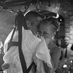 """Chorei: Noivo Paraplégico Fica """"em Pé"""" Para Dançar Valsa Com A Noiva"""