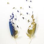 Penas de aves se transformam em delicadas e poéticas esculturas