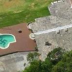 Helicóptero da polícia encontra enorme suástica no fundo da piscina em Santa Catarina