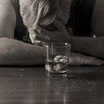 Alcoolismo é doença...Dez por cento da população brasileira sofre com o alcoolismo. Os homens estão à frente nessa estat