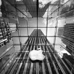 Internacional - Ex-executivo da Apple condenado por vender segredos da empresa