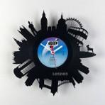 Artista cria relógios com vinil e arte de cidades do mundo