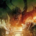Cinema - O Hobbit: A Batalha dos Cinco Exércitos, 2014. Clipe: Smaug ataca a Cidade do Lago.