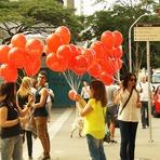 Amigos realizam campanha de prevenção contra a Aids na Av. Paulista