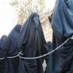 Panfleto do Estado Islâmico diz que o alcorão permite estupro de mulheres cristãs escravizadas.