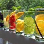Estilo de Vida - Águas com Sabores para Refrescar no Verão – Receitas e Benefícios