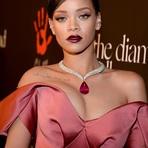 Rihanna Reúne Celebridades e Amigos em Evento de Caridade