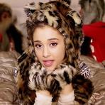 """Ariana Grande Lança clipe Oficial da Música """"Santa Tell Me"""""""
