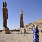 Arte & Cultura - Egito: estátua de Amenófis III é restaurada