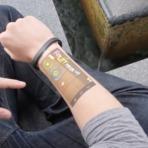 Pulseira inteligente transforma seu braço em um smartphone