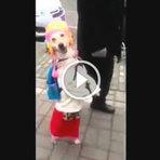 Mundo curioso - Cão andando igual ser humano