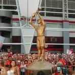 Internacional inaugura estátua em homenagem a Fernandão