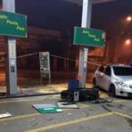 Menores pegam carro da mãe e invadem posto de gasolina na região