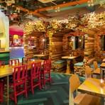 Arquitetura e decoração - Bar moderno e colorido em Londres é inspirado na América Latina