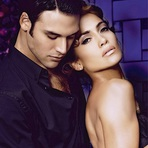 Jennifer Lopez Posa para Fotos Sensuais ao Lado do Ator Ryan Guzman